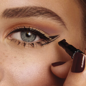 Huda Beauty- Eyeliner With Wing Stamp